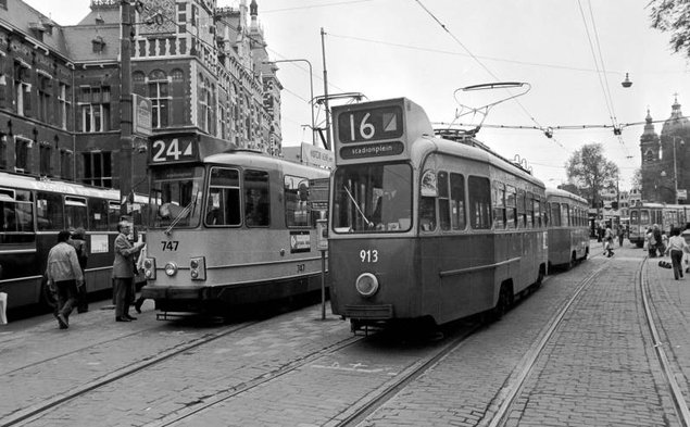 16-913976Stationsplein23-5-1979_NEW.jpg