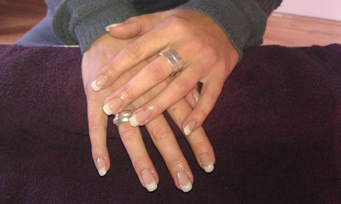 French Manicure Metallic Pearl