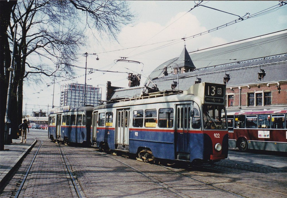 13-922958Stationsplein21-4-1978D212_NEW.jpg