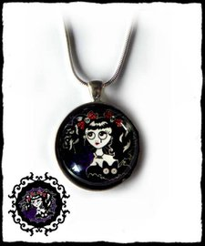 Necklace round large Weeping girl