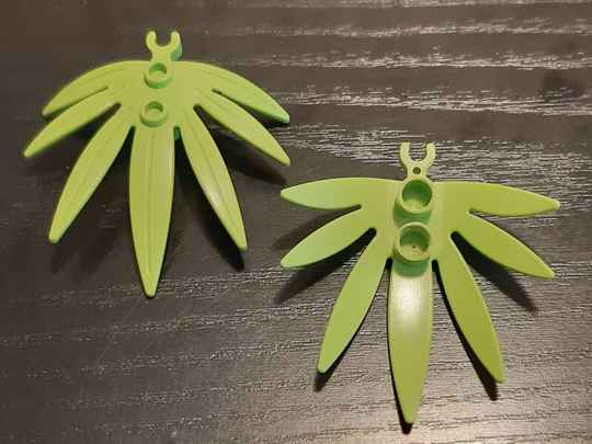 LEGO Minifigure GREEN Plant Leaves 6 x 5 Swordleaf with Clip