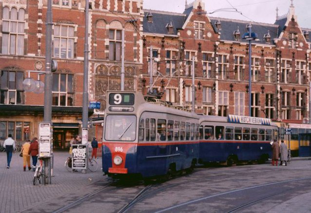 9-896961Stationsplein27-12-1982_NEW.jpg