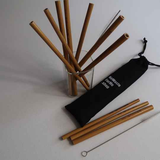 Bag with 8 bamboo straws and 2 cleaners