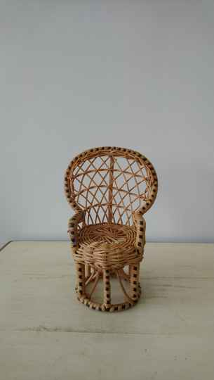 Vintage rieten kleine pauwenstoel voor poppen of decoratie wicker peacock chair for dolls