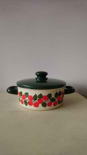 "Vintage emaille pan groen met ""appels"" / green enamel pan with apples"