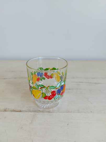 Vintage limonade of sap glas met fruit decor