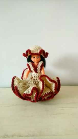Vintage popje met gebreide jurk en hoed doll with knitted dress
