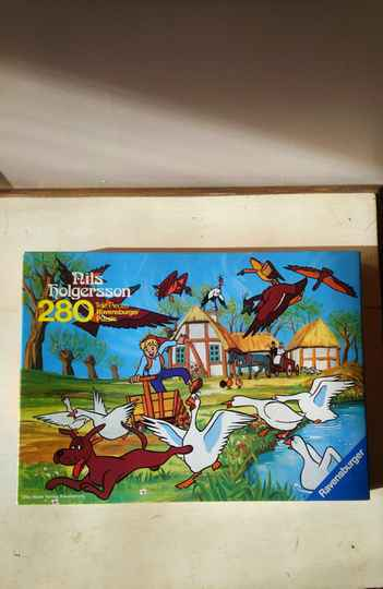 "Vintage puzzle ""Niels Holgersson - de boerderij van zijn ouders / the farm of his parents"" Ravensburger 1982"