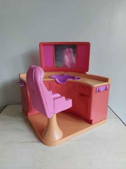 Vintage Barbie Beauty Salon Mattel 1983