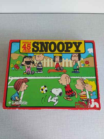 """Vintage puzzle """"Snoopy voetbal"""" Peanuts Puzzle Nathan 1983"""