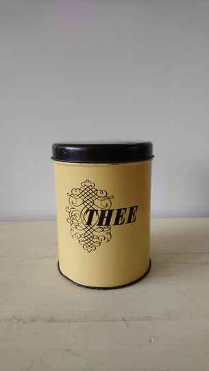 "Vintage geel bruin blik ""thee"" / yellow brown tea tin"
