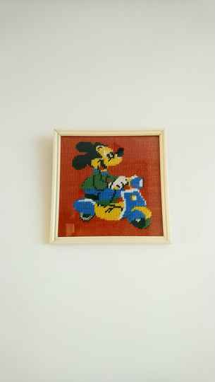 "Vintage borduurwerk in lijst ""Mickey Mouse op de scooter"" embroidery in frame"