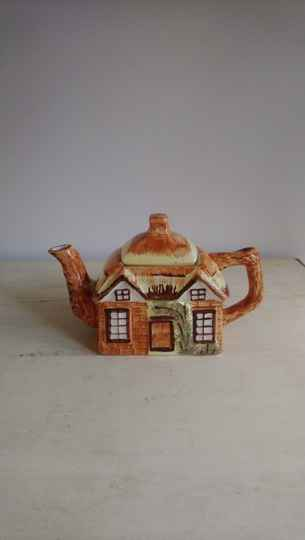 "Vintage theepot ""huis"" Price Kessington Cottage Ware England"