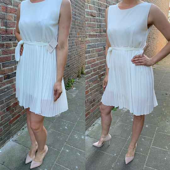 Pleated dress white ( One size fits all )