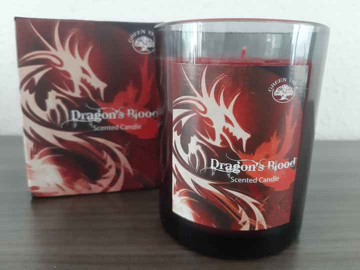 Green Tree ~ Dragon's Blood candle