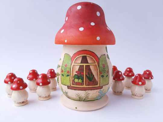 GTT - Fly Agaric Sorter Red Berries and Fern