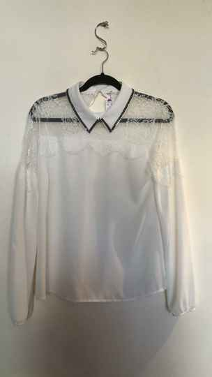WITTE BLOUSE  MET KANT  SIZE M