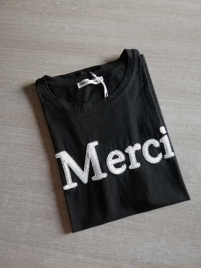 T-Shirt Zwart Merci
