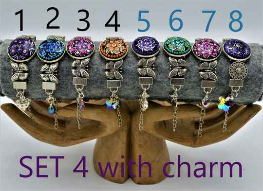 Armbanden met charm / Bracelets with charm