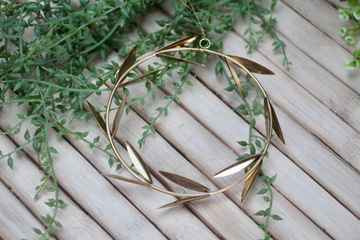 Wall Hanger Brass Wreath With Leafs