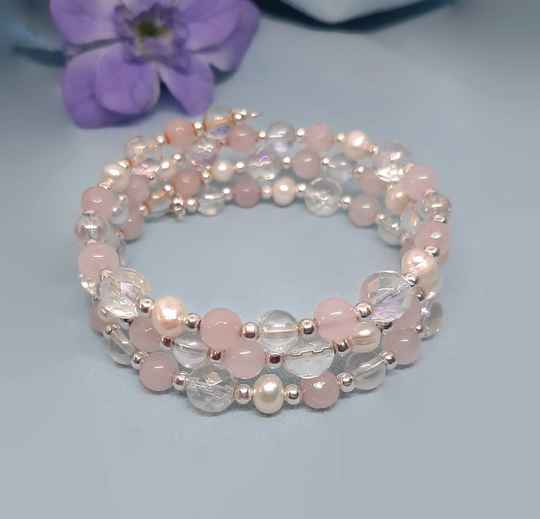 Wrap bracelet of pink quartz with pearls and crystals RK02