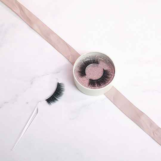 Milou Lashes - The Flirtiest - Is it even legal to look this good?! (Lovely Lashes)