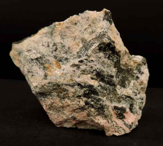 Pyroxmangite and galena from the U.S.A.