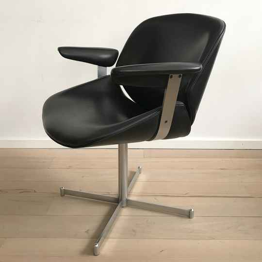 (ON HOLD) Artifort Exquis lounge chair