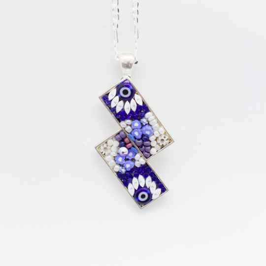 Hanger met blauw/wit micro mozaïek - Pendant with a blue and white micro mosaic inlay