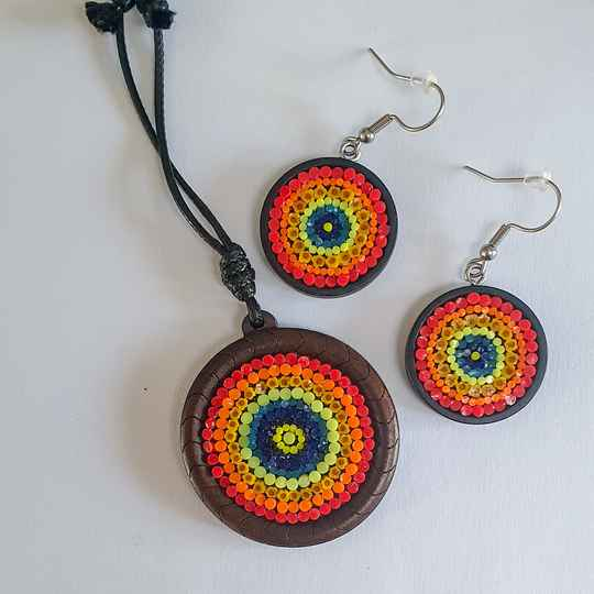 Houten oorbellen en hanger - wooden pendant and earrings