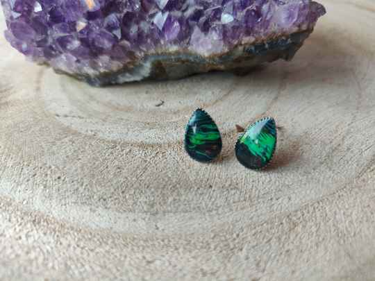 Silver plated oorstekers met groene Acrylic Pouring cabochons