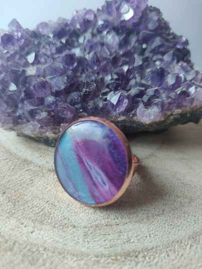 Rose gold ring met paars blauwe Acrylic Pouring cabochon