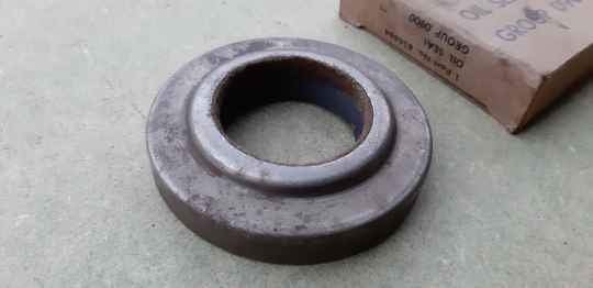 G502/G507 Oil seal, front axle drive pinion (early)