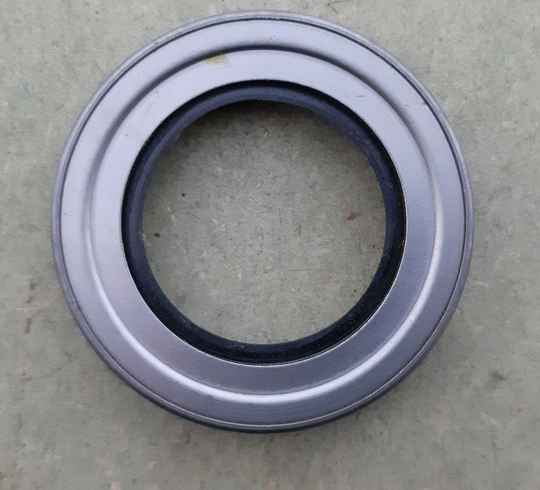 H013 Oil seal, winch worm shaft