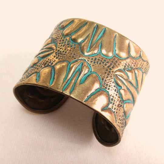 Turquoise reliëf armband 70s