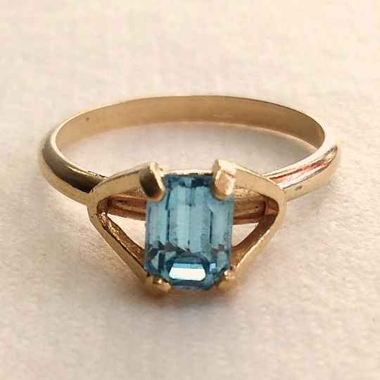 Vergulde blauwe strass ring 70s