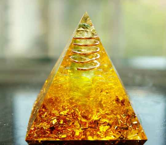 citrien en peridoot piramide orgonite
