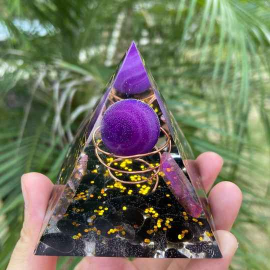 amethist, zwarte tourmalijn orgone accumelator/piramide