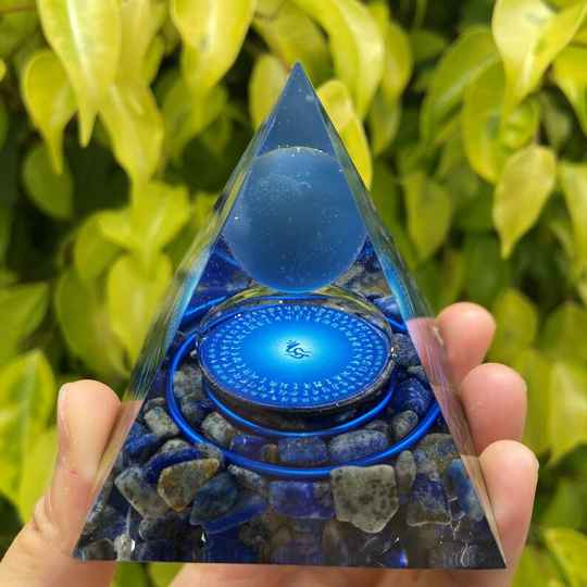 blauwe agaat orgonite piramide bol