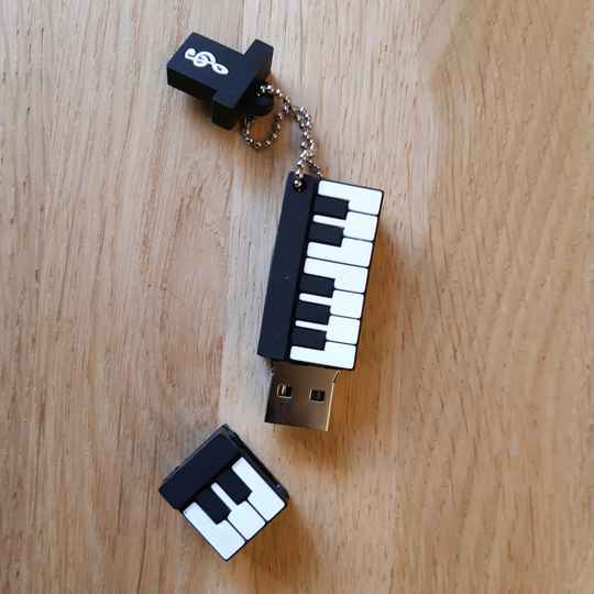 USB stick piano 64 mb