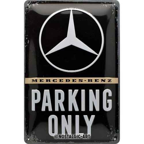 Reliëf Mercedes Parking Only.