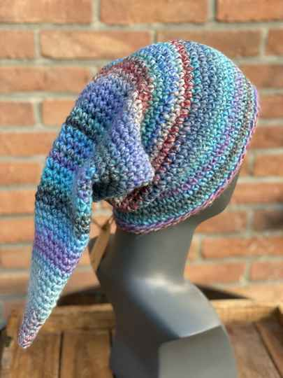 """""""Nissehue"""", lange punt-beanie - Zacht Turquoise & Paars"""