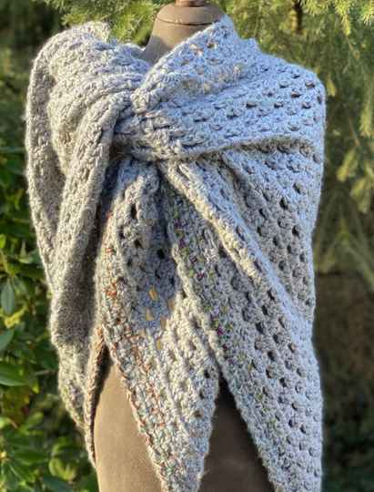 Big Hug - Grey w/ colours in the edging