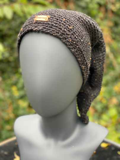 Pointed Beanie - Black tweed