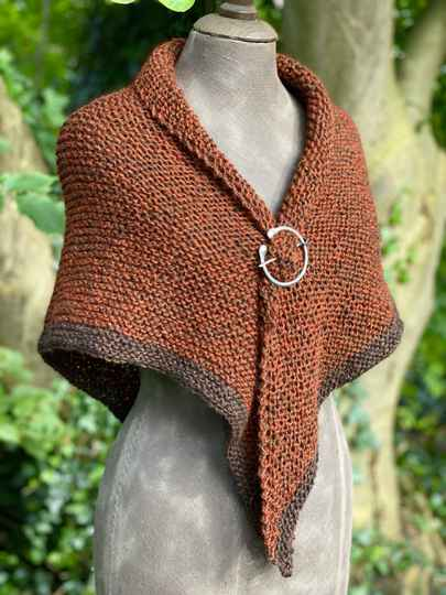 Claire's Shawl, Roest-Bruin met Bruine rand