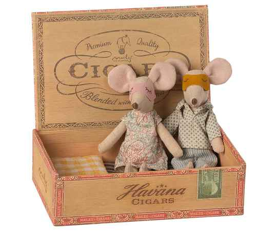 Maileg. Mum and dad mice in cigarbox
