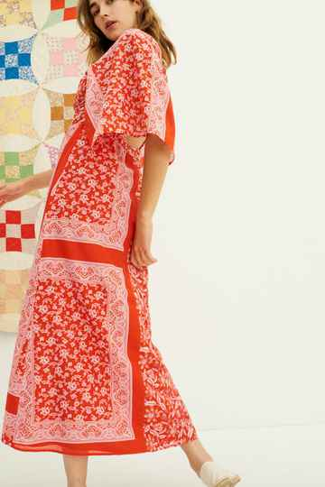 Antik Batik | Iloni Dress | Rood patchwork met bloemenprint