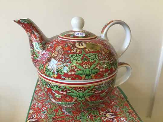 Tea in one Design Strawberry Thief rood