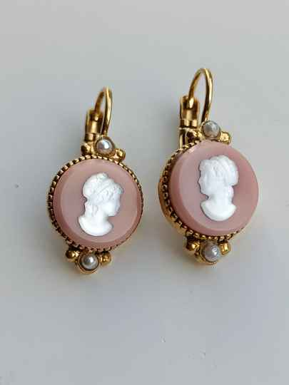 Camps & Camps Oorbellen gold plated dormeuse rond Camee Oud Roze