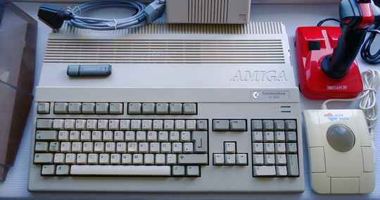 Commodore - Amiga 500 home computer with Gortek drive, trackball, joystick and USB stick (PAL) unboxed version)
